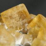 Portrait de Cubes de fluorine jaune